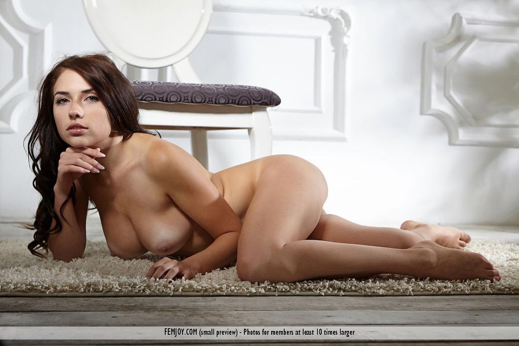 Niemira Spreads Her Legs
