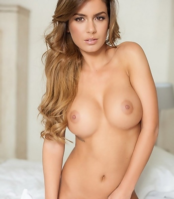 Stunning Nude Szandra