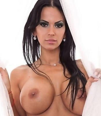 Topless Ardina